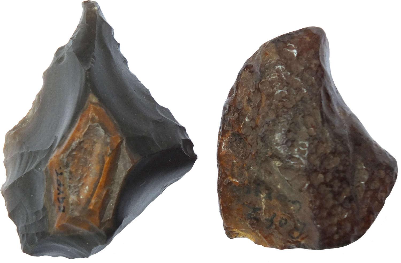 An Egyptian Neolithic chert borer and a worked flint fragment