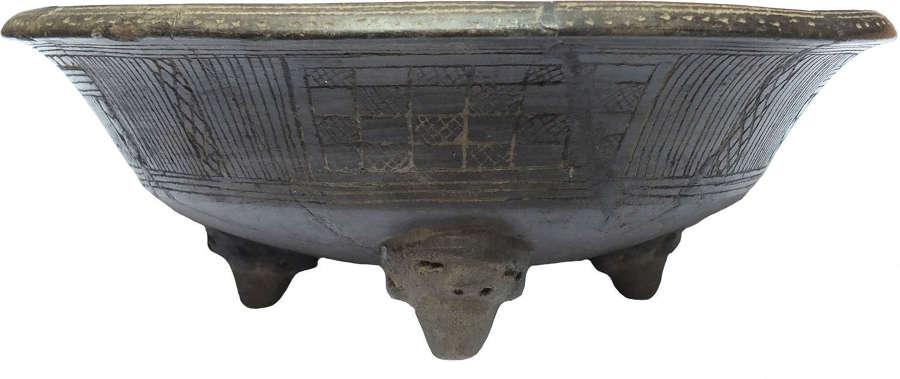 A large Costa Rican brown terracotta tripod bowl,  c. 1000-1500 A.D.